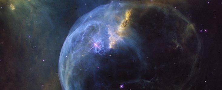 Bobbeltågen NGC 7635 fotograferet af Hubble