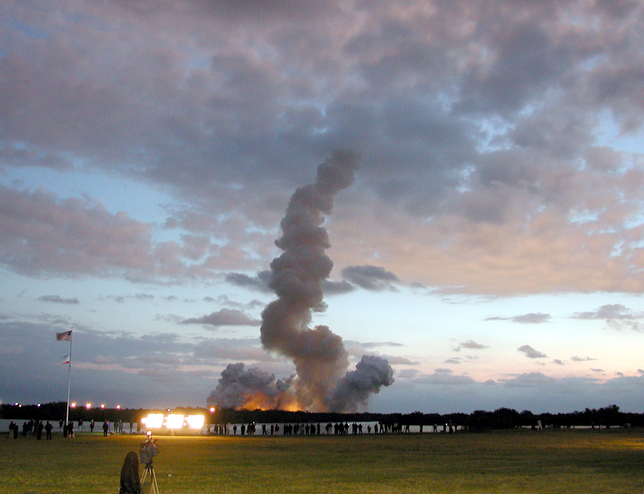 SM3B - A trail of smoke marks the path of the Space Shuttle Colombia