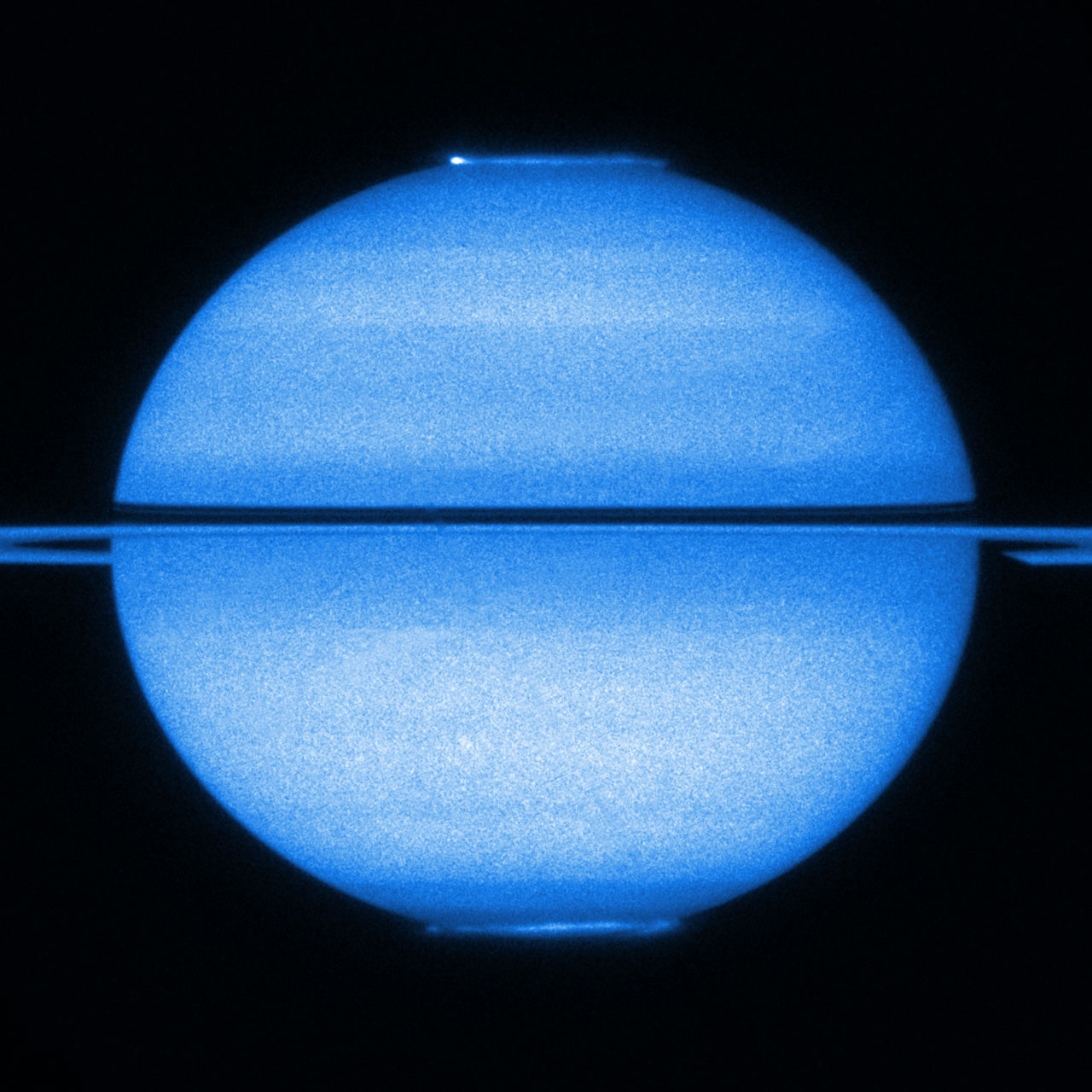 Double light show in a single shot: Hubble images both of Saturn's aurorae