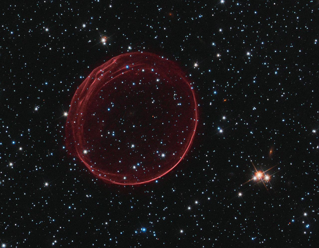 Hubble spots a celestial bauble