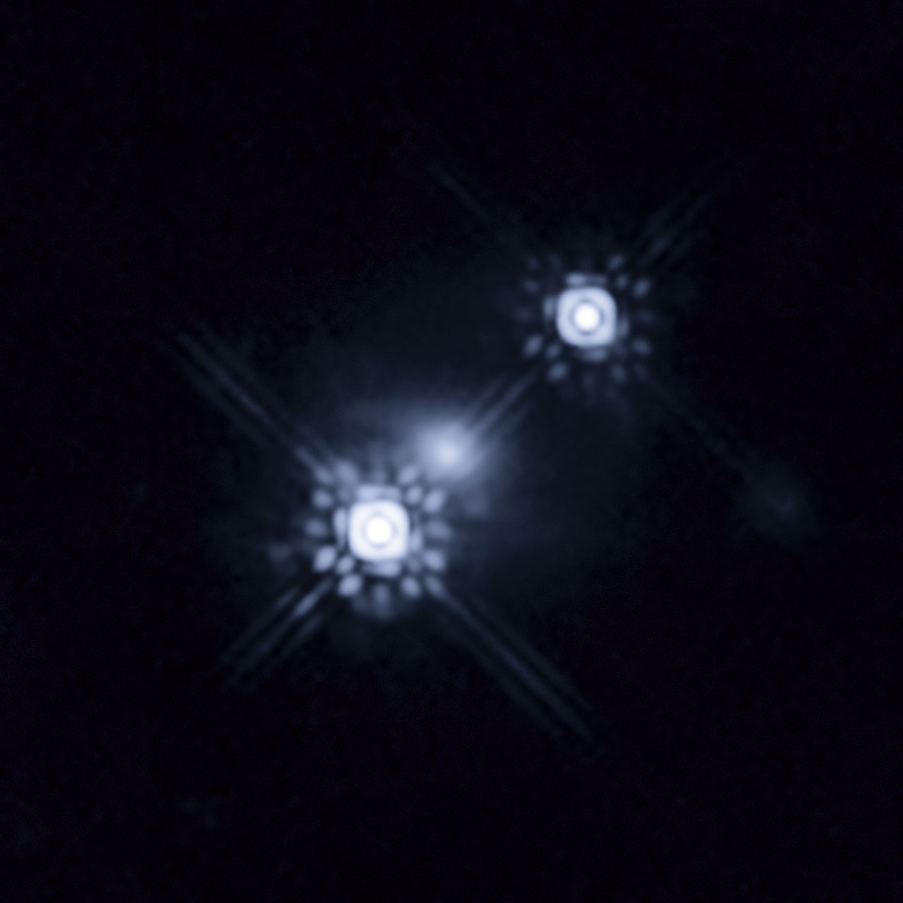 Gravitationally lensed quasar HE 1104-1805