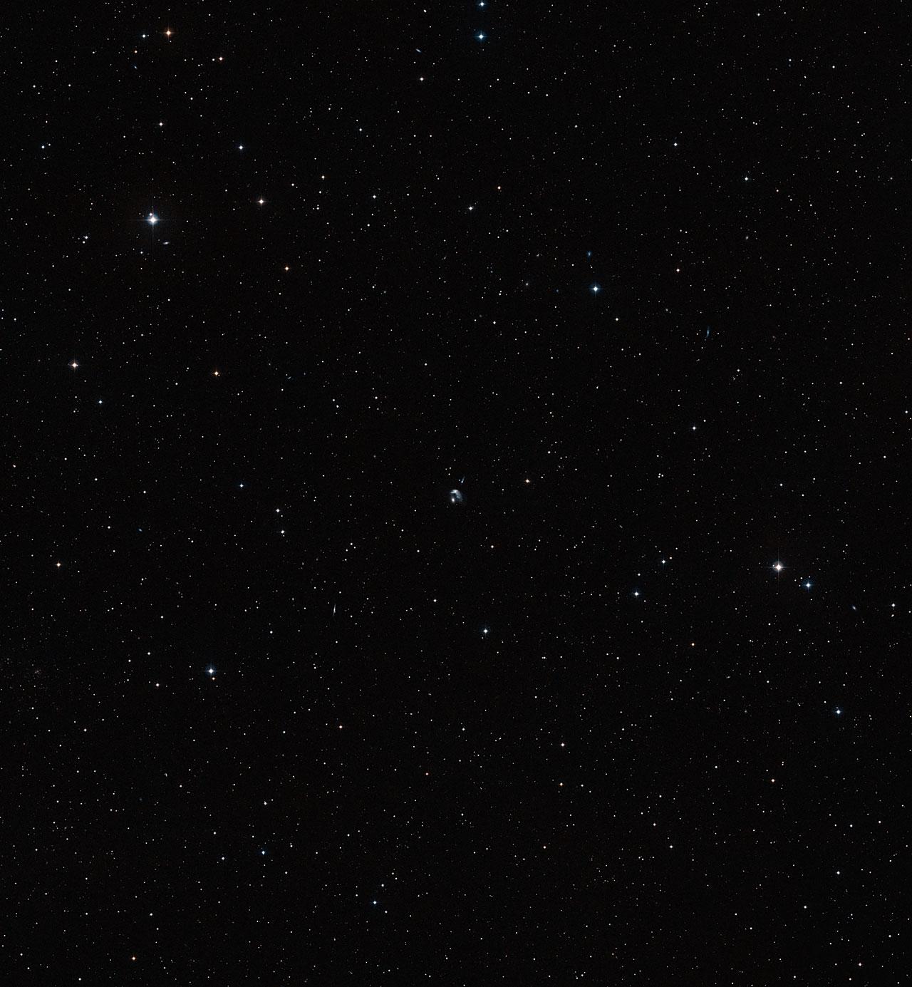 The area around merging galaxy duo Arp 142 (ground-based image)