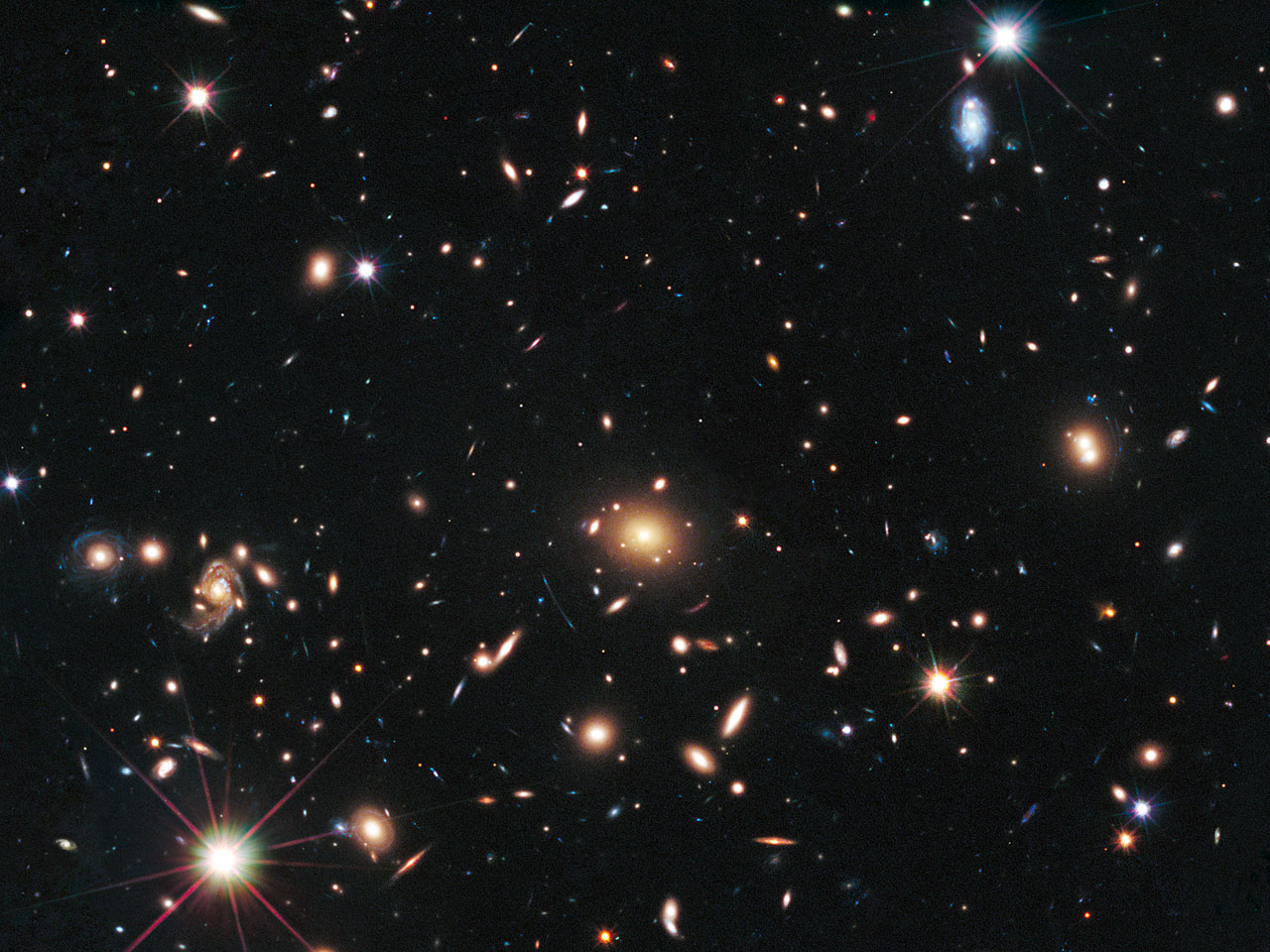 Cosmic lens MACS J1720+35 helps Hubble to find a distant supernova