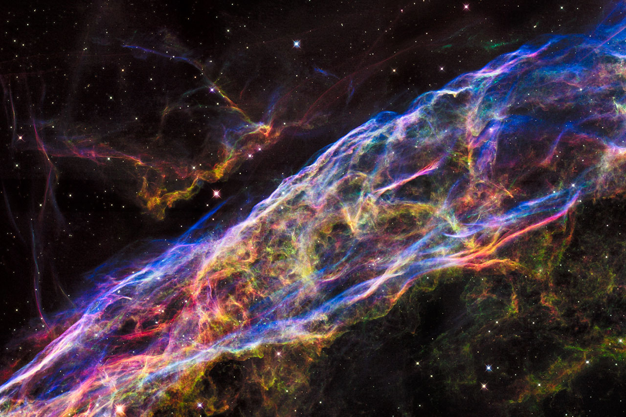 heic1520a Hubble Space Telescope brings us the Veil Nebula (again)