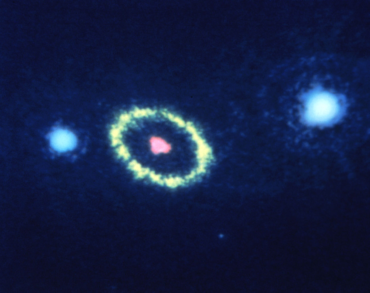 Hubble Space Telescope resolves gaseous ring around supernova | ESA/Hubble