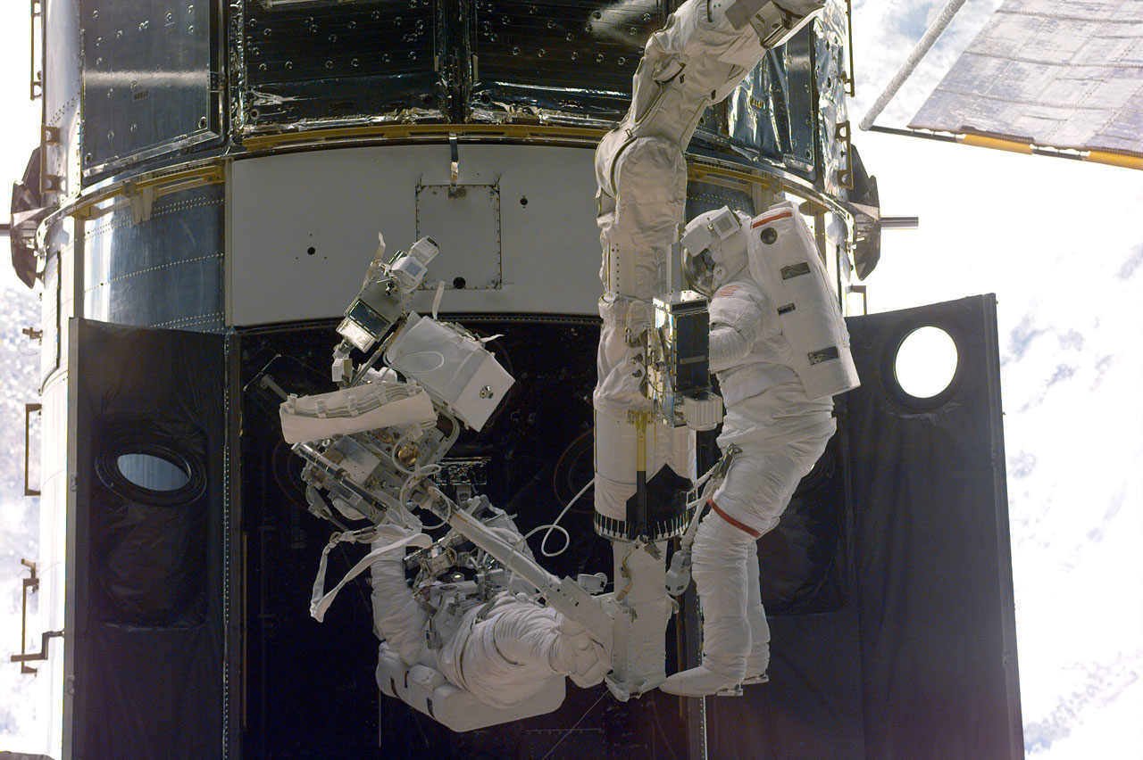 SM3A: Astronauts use the RMS to perform Servicing Tasks