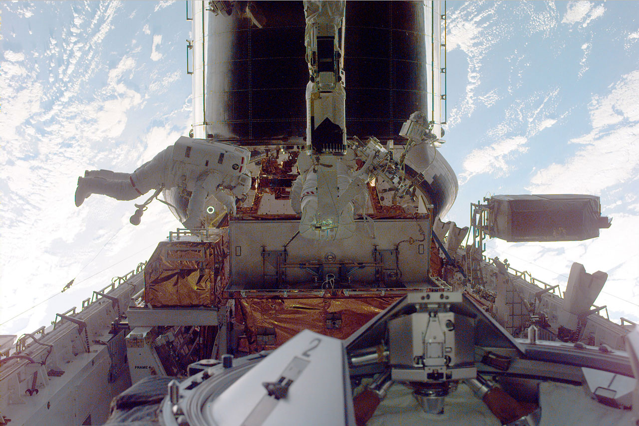 SM3A: Astronauts Performing Servicing Tasks