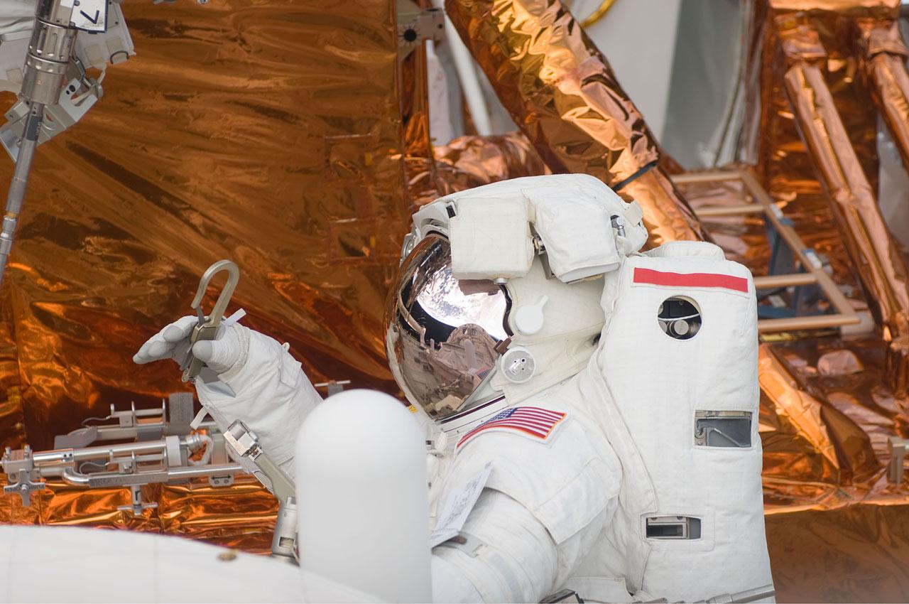 SM4: Grunsfeld works on Hubble
