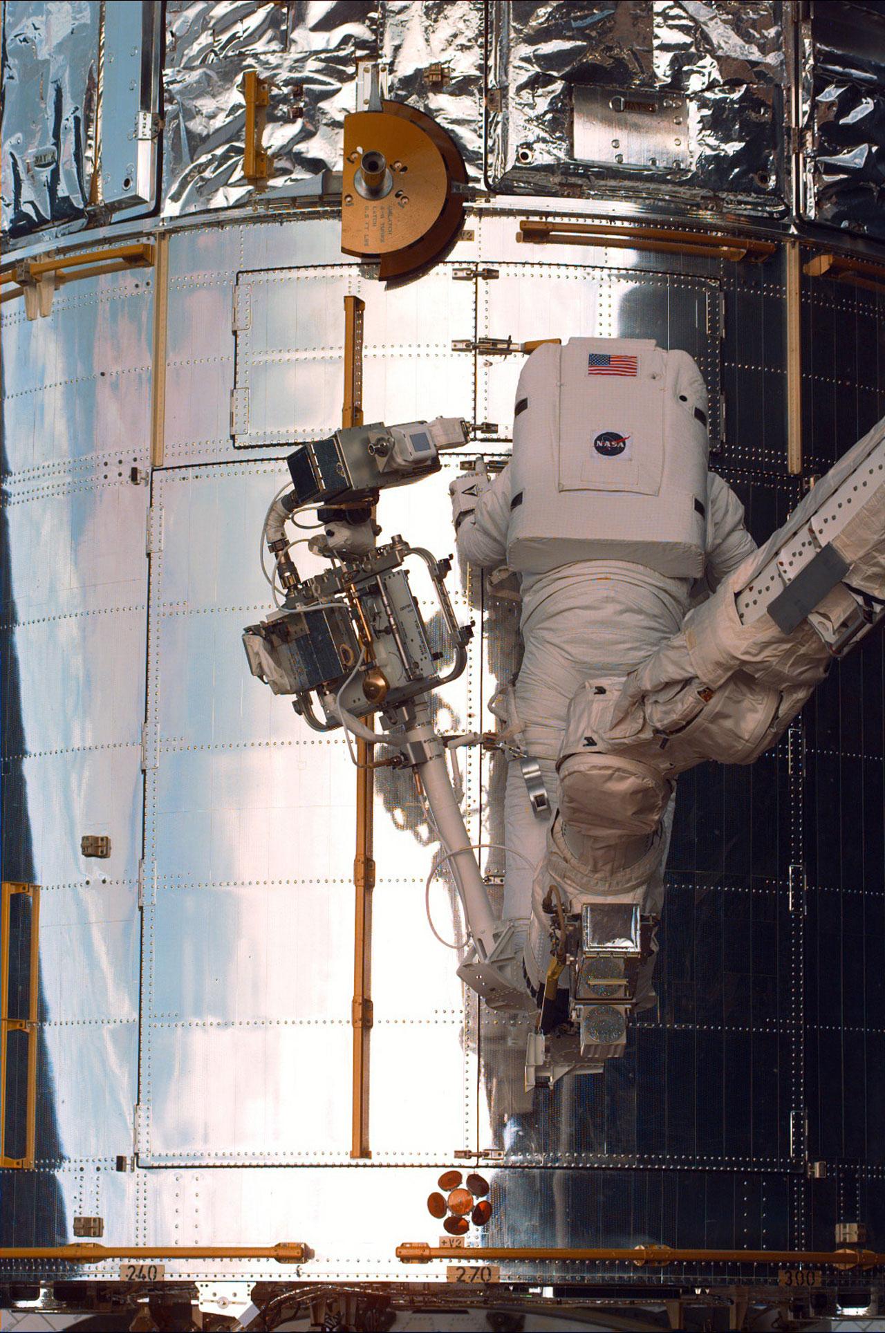 SM2: Astronaut opening Aft Shroud