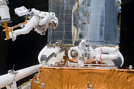 SM4: Grunsfeld and Feustel work on Hubble
