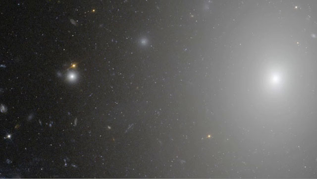 Zoom in on galaxy ESO 306-17