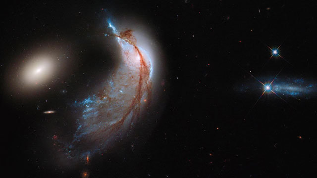 Hubblecast 67: Of galaxies and penguins — Arp 142