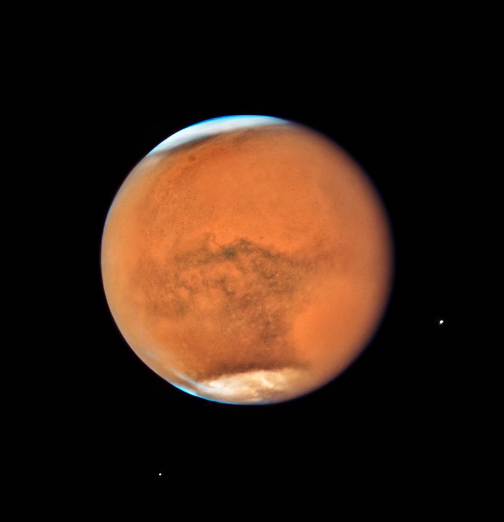 Novos retratos de famlia de saturno e marte pelo hubble em meados de julho o telescpio espacial hubble da nasaesa observou marte apenas 13 dias antes de fazer a sua maior aproximao terra em 2018 ccuart Images