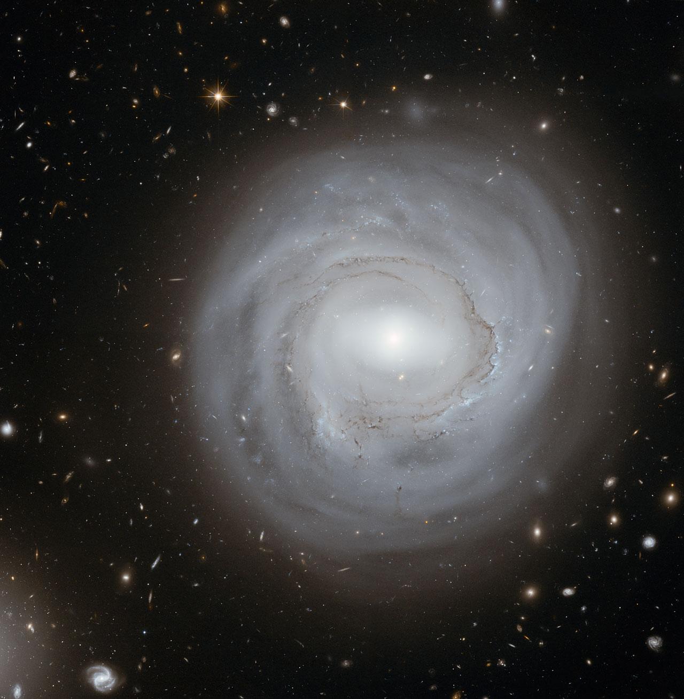 Exceptionally deep view of strange galaxy   ESA/Hubble