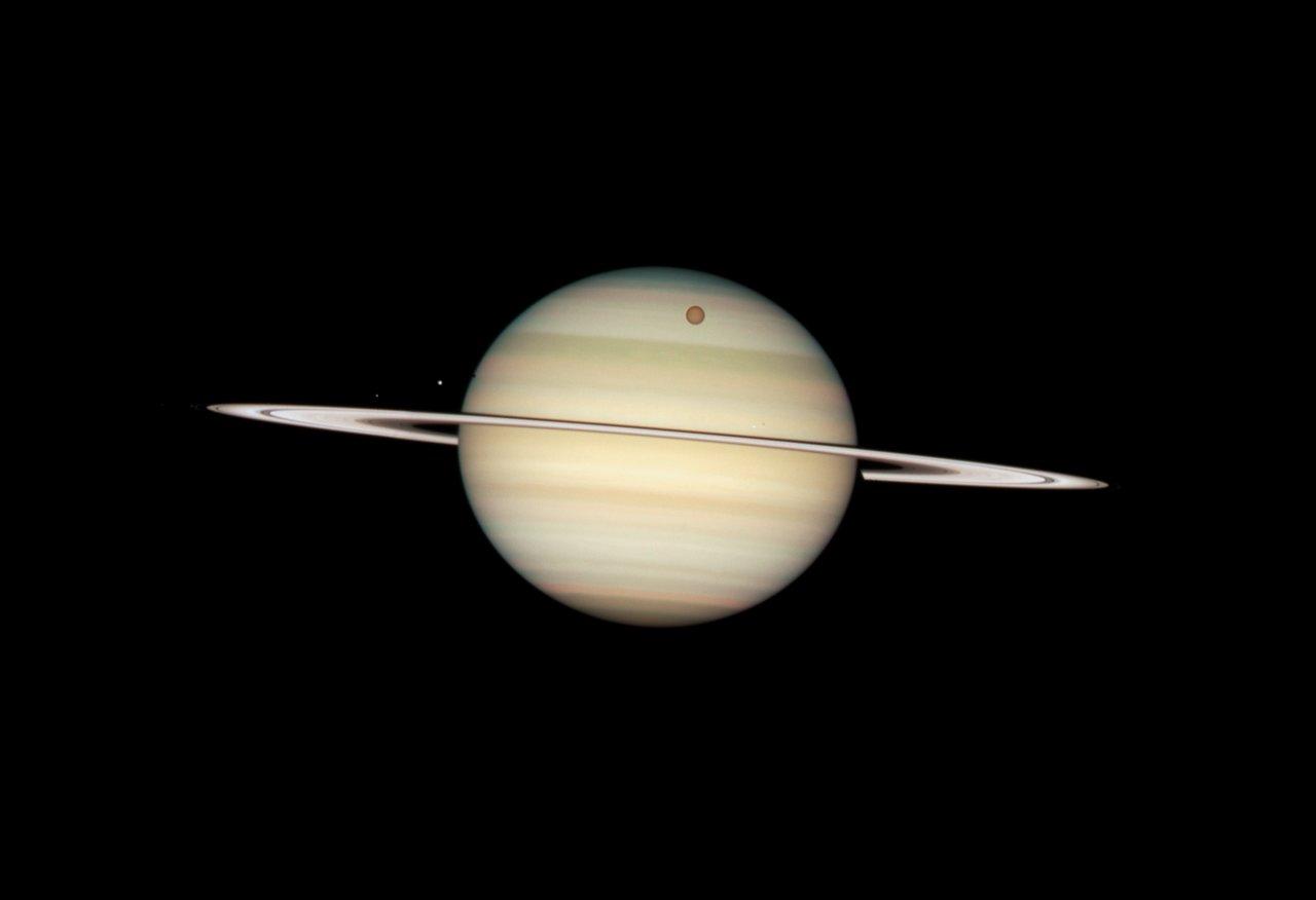 Quadruple Saturn moon transit snapped by Hubble | ESA/Hubble