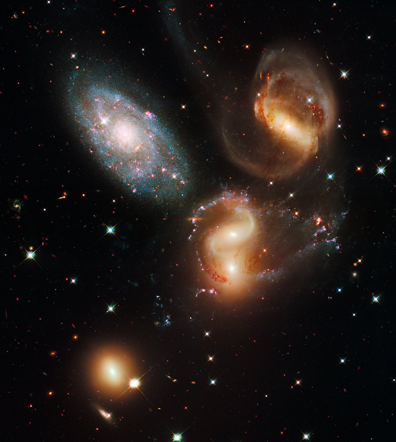 Galactic wreckage in Stephan's Quintet | ESA/Hubble