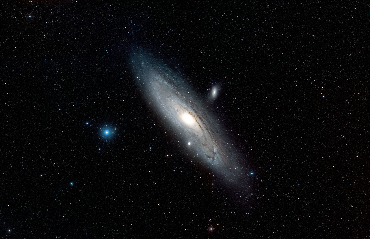 Wide Field View Of The Andromeda Galaxy Esa Hubble