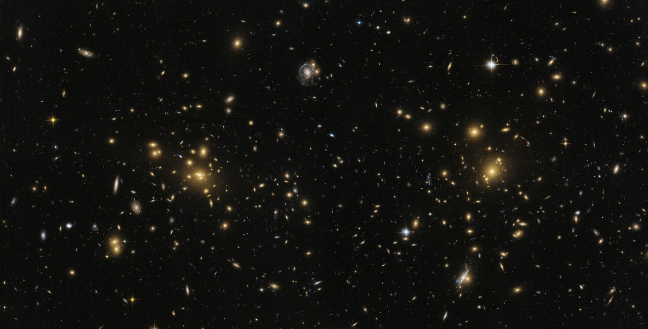 Photo Release: North, east, south, west: The many faces of Abell 1758