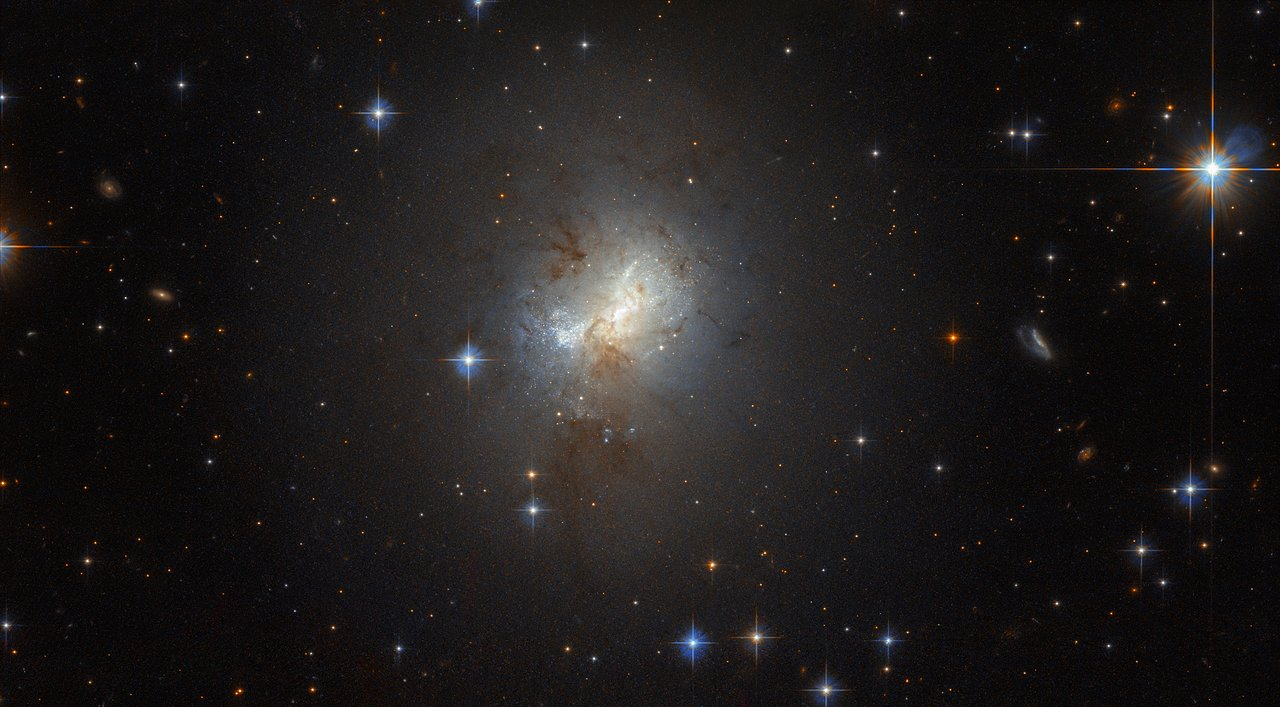 Photo Release: Hubble Observes Tiny Galaxy with Big Heart