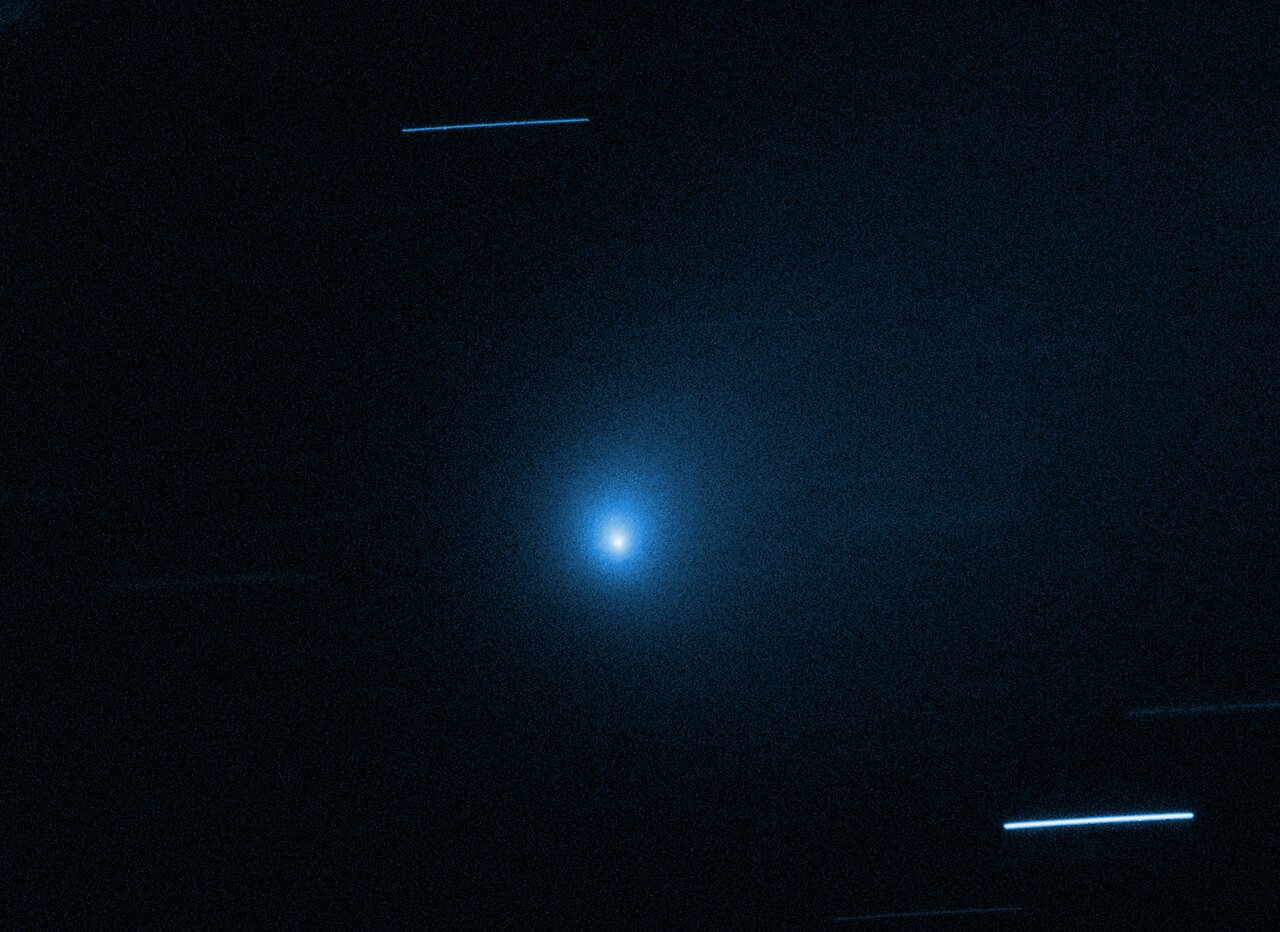 Carbon Monoxide Abundance Points to Comet's Birth Around Cooler Star