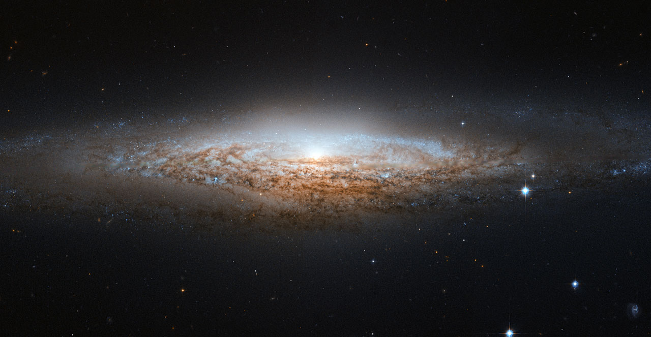 Hubble spies a UFO | ESA/Hubble