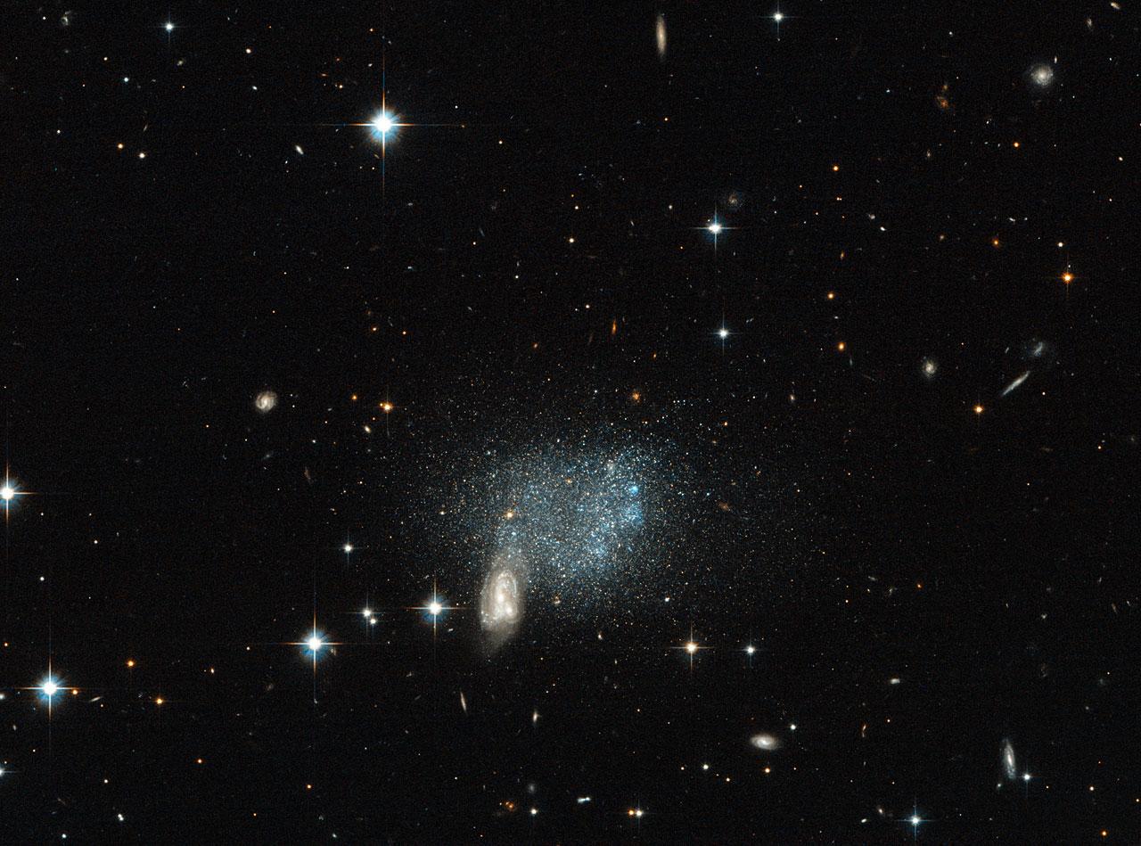 Stars Fleeing A Cosmic Crash Esa Hubble