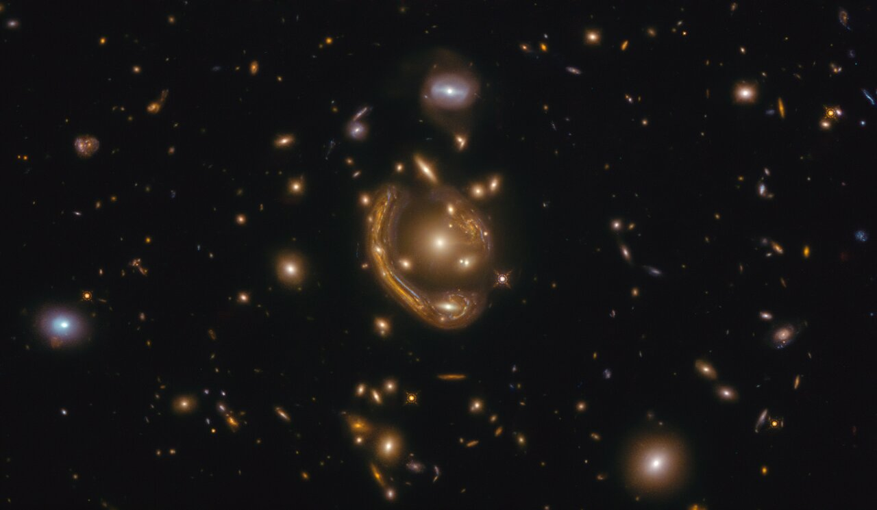 Science Release: ESA/Hubble Picture of the Week Prompts New Understanding of Einstein Ring