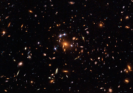"Hubble captures a ""five-star"" rated gravitational lens"