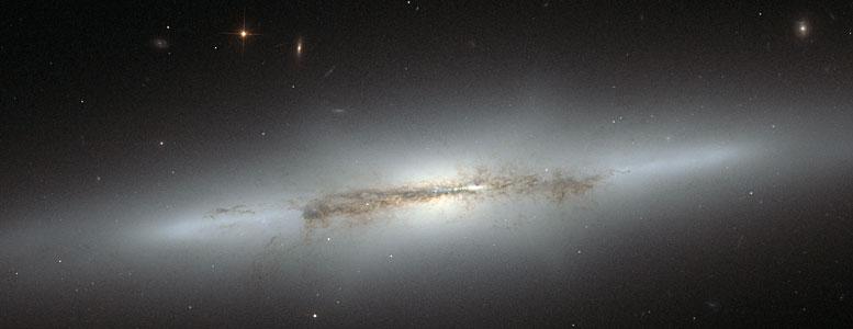 Hubble looks at sideways NGC 4710 (crop)