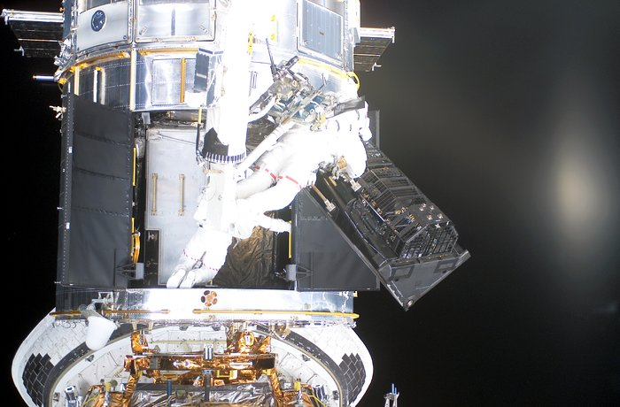 FOC being removed from the ESA/NASA Hubble space telescope during Servicing Mission 3B