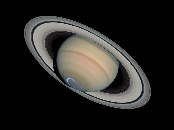 Saturn's dynamic aurorae 1 (Jan 24, 2004)