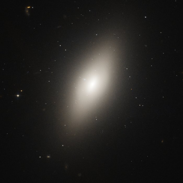 NGC 4660 in the Virgo cluster of galaxies