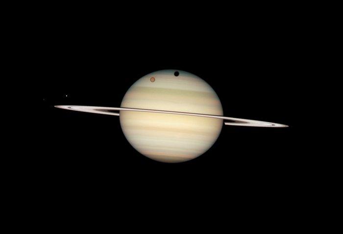 Quadruple Saturn moon transit snapped by Hubble