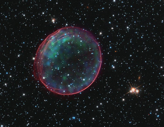 Hubble and Chandra spot a celestial bauble