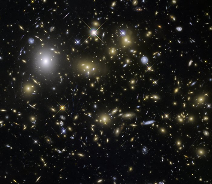 Hubble Frontier Fields view of MACSJ0717.5+3745