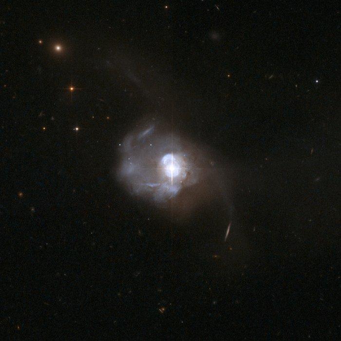 Markarian 231, çift kara deliğin ev sahibi galaksisi