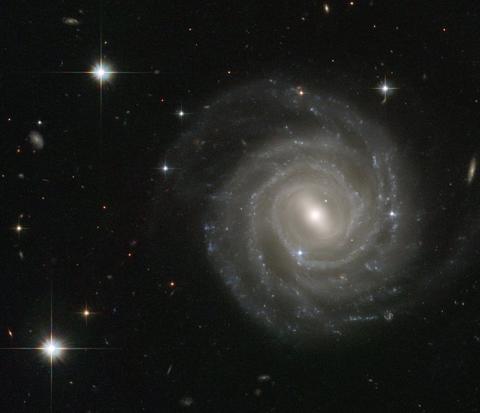 Barred spiral bares all