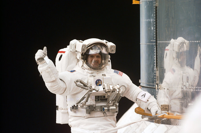 SM3A: Waving Astronaut