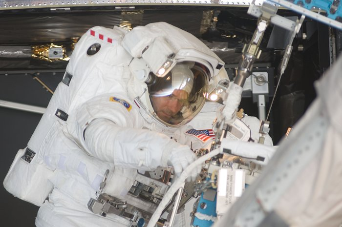SM4: astronaut Michael Good works on Hubble