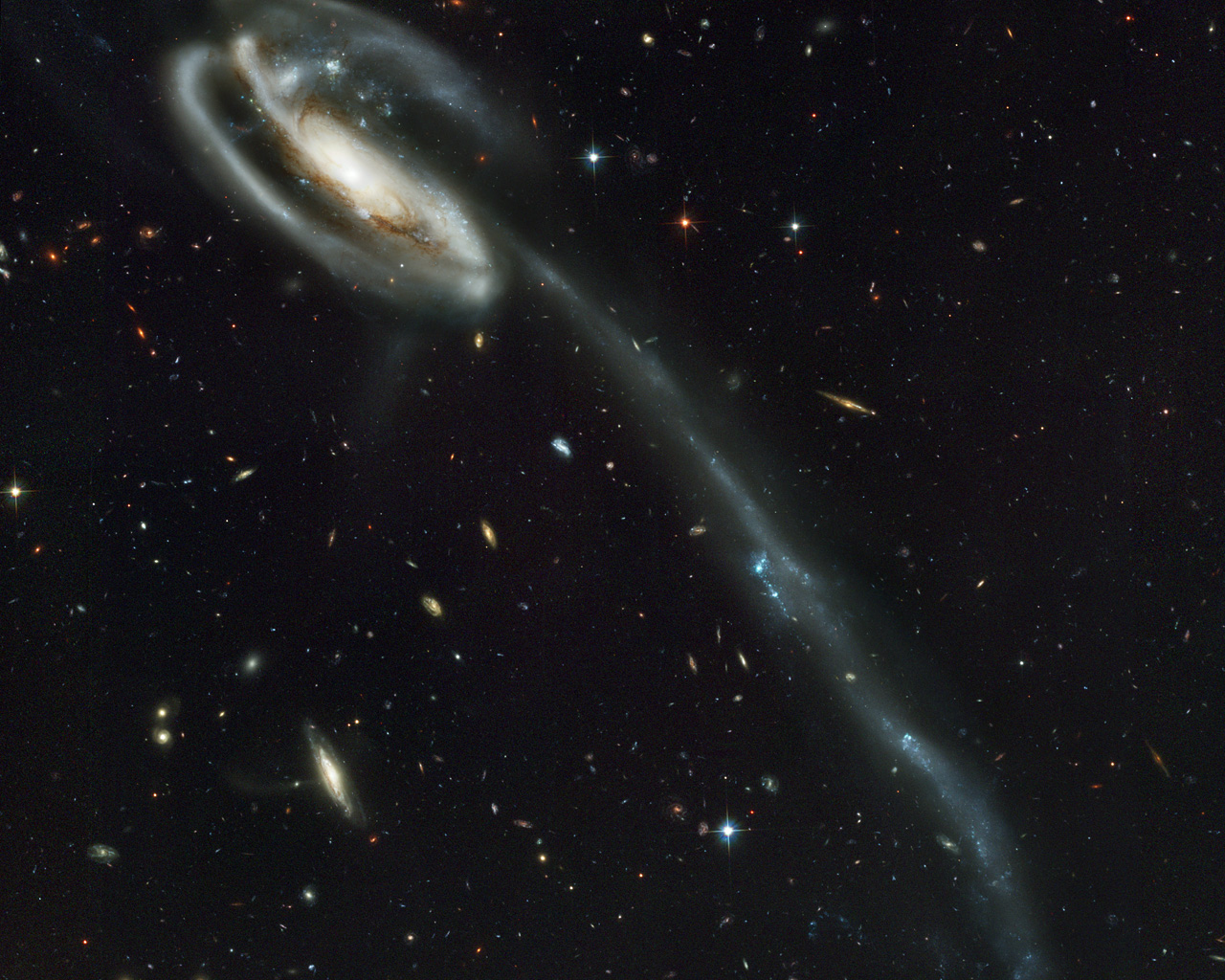 A 'wallpaper' of distant galaxies is a stunning backdrop ...