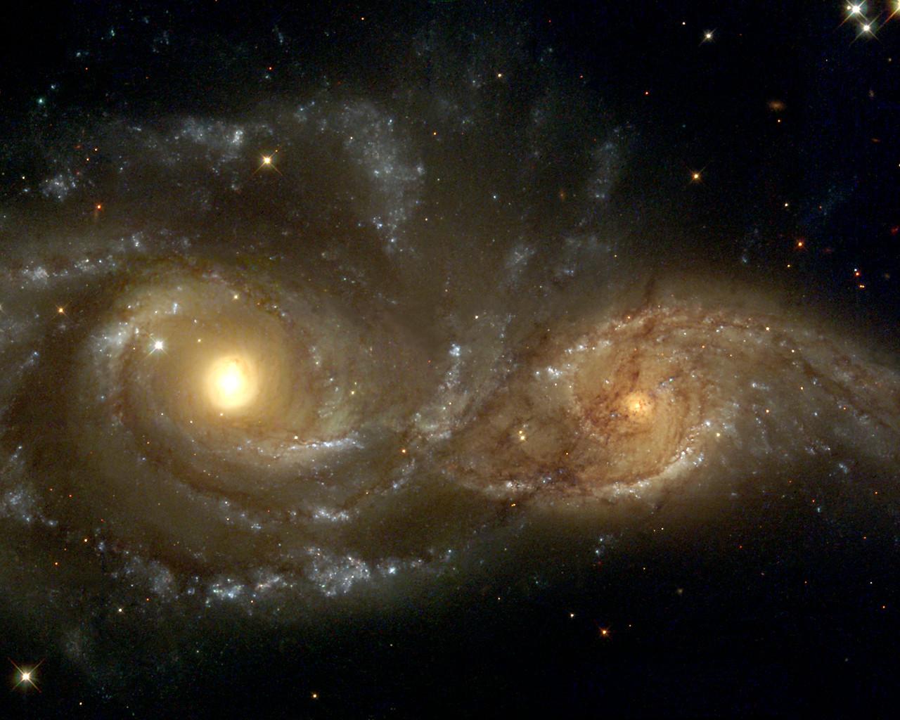 Ещё одно столкновение галактик, наблюдаемое в направлении созвездия Большой Пёс. Полный процесс займёт сотни миллионов лет.