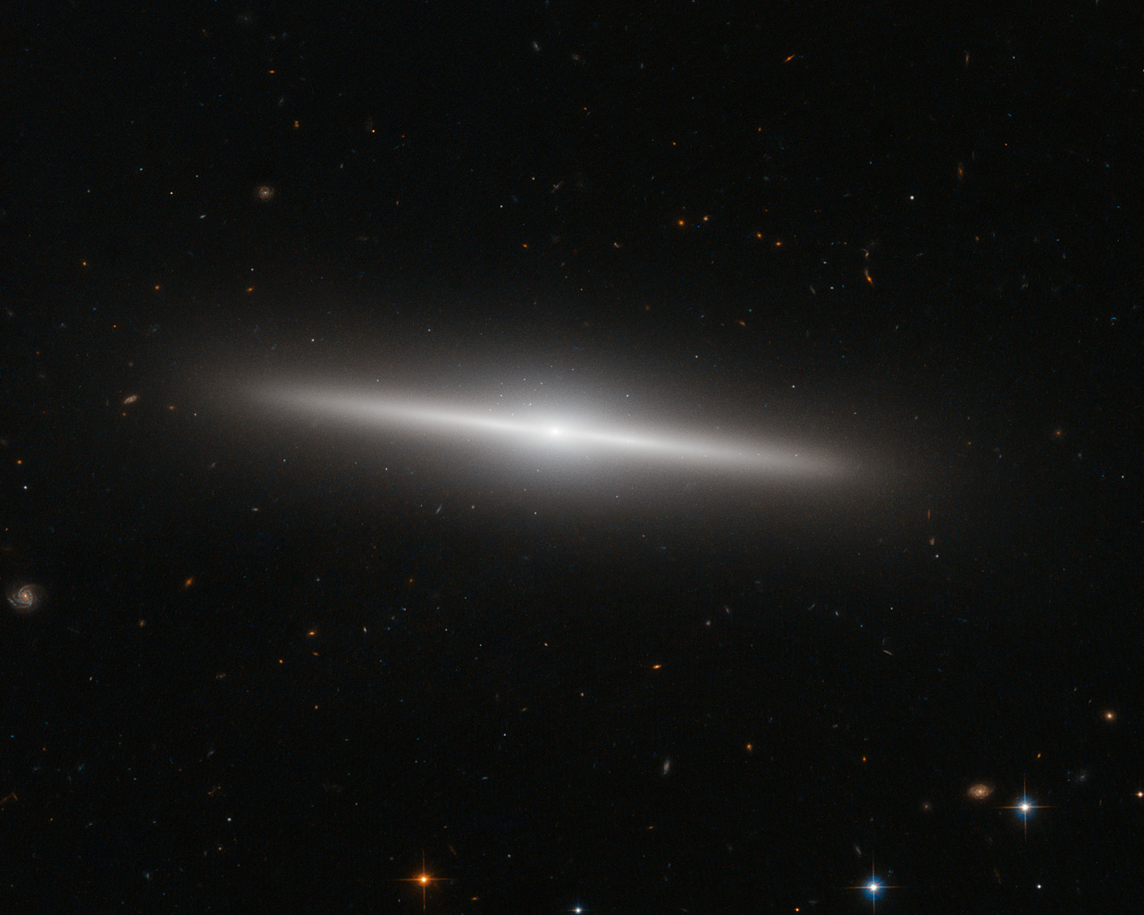 The beautiful side of IC 335 | ESA/Hubble