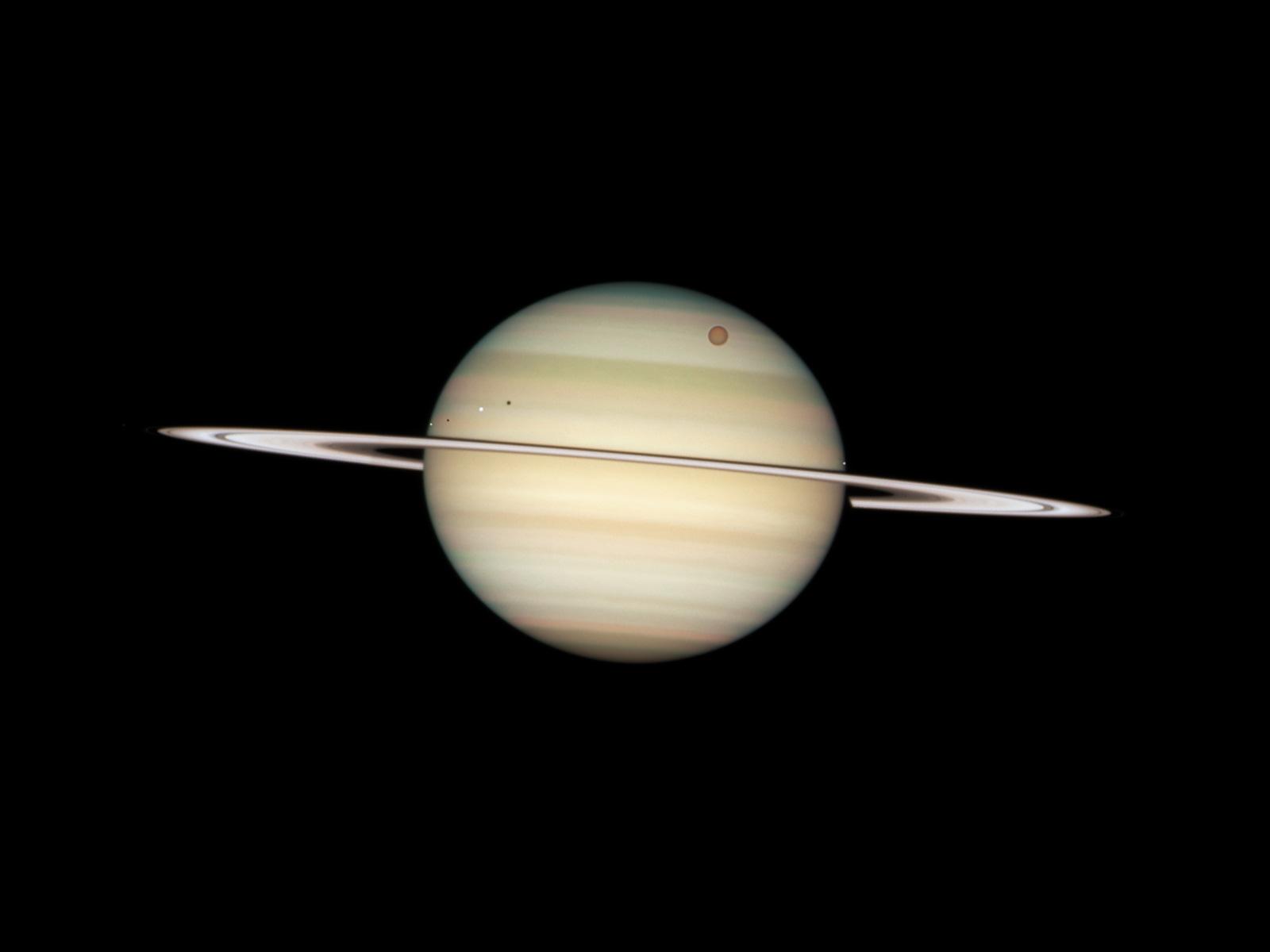 Quadruple Saturn moon transit snapped by Hubble   ESA/Hubble