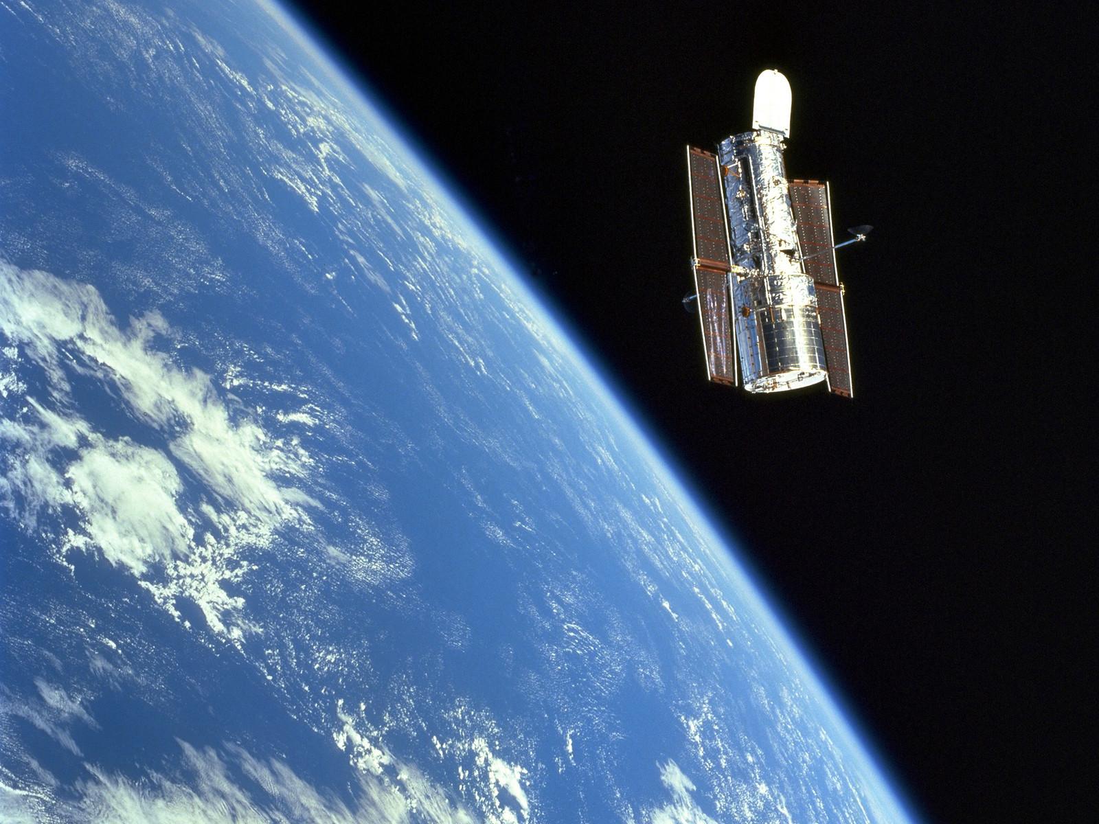 Sm3a graceful hubble esa hubble - Hubble space images wallpaper ...