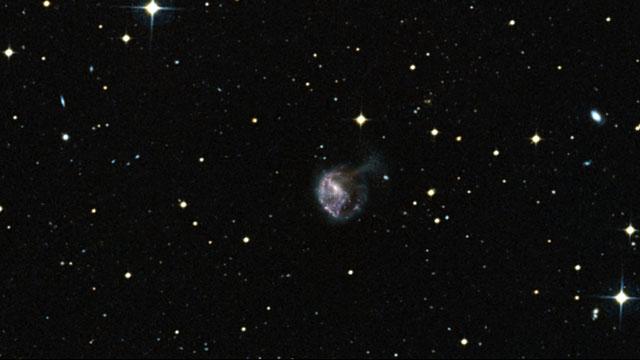 Zoom into NGC 922