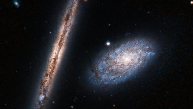 Zoom-in on NGC 4298 and NGC 4302