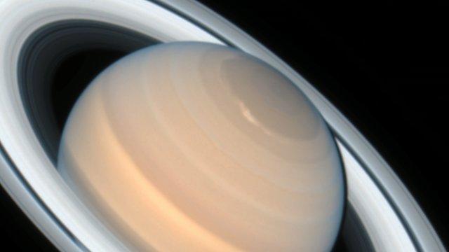 Zoom on rotating Saturn